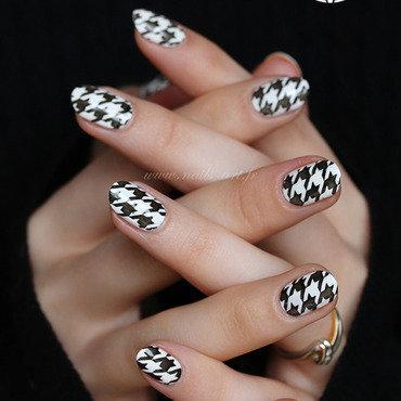 Pieds de poule nail art by Tenshi_no_Hana