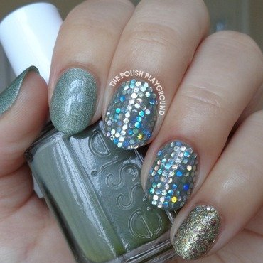 Green 20with 20silver 20holographic 20glitter 20placement 20nail 20art thumb370f