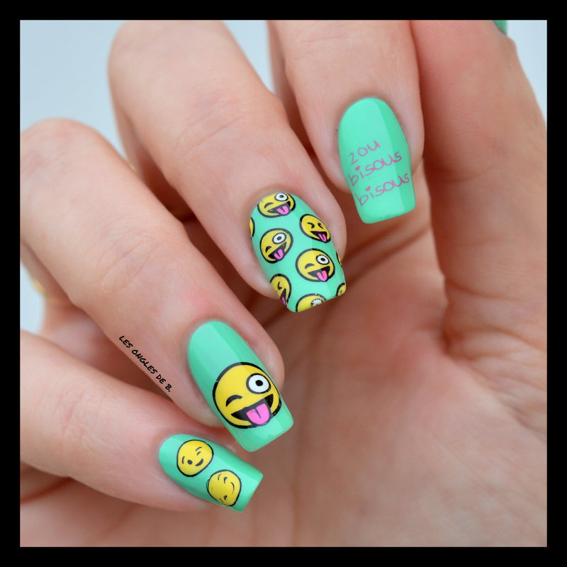 Smiley Moyou London nail art by Les ongles de B.