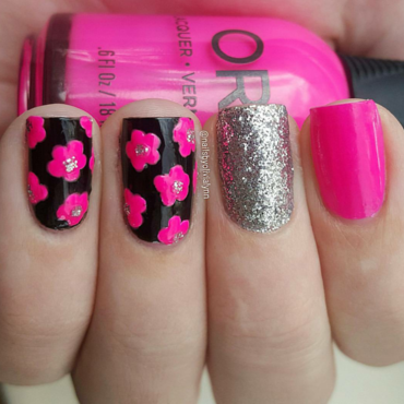Flowers nail art by Olivia D.
