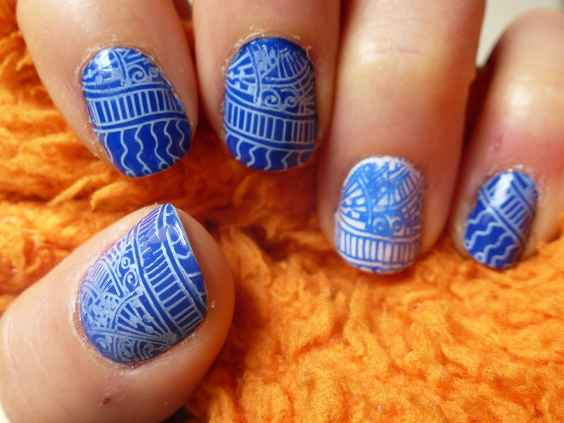 Blue Zentangle nail art by Barbouilleuse