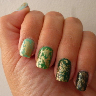 Green Ombre & Gold nail art by velinux