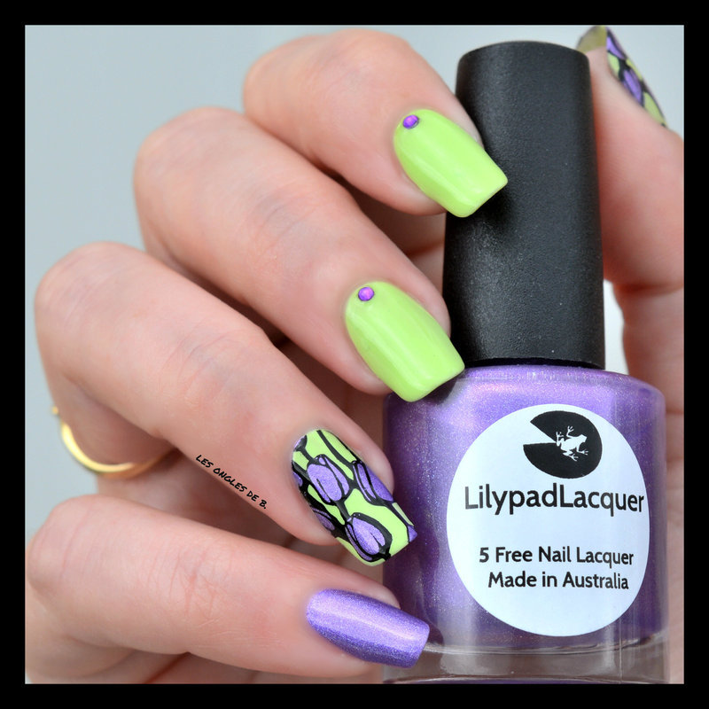 Flower Power nail art by Les ongles de B.