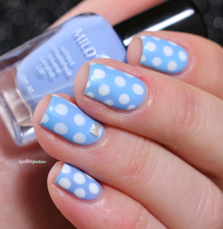 dotted smurf nail art by nathalie lapaillettefrondeuse
