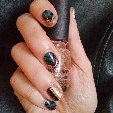 Vert d'Or nail art by Alizee