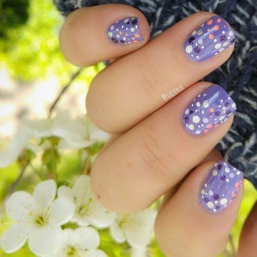 Dotty nail art by Valentina