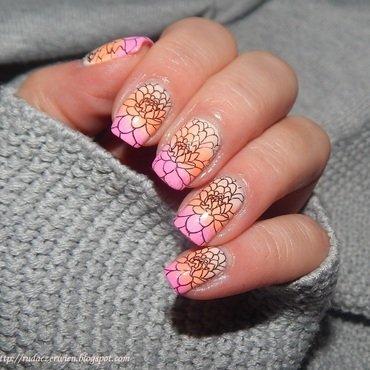 Gradient i kwiaty nail art by Rudaczerwień