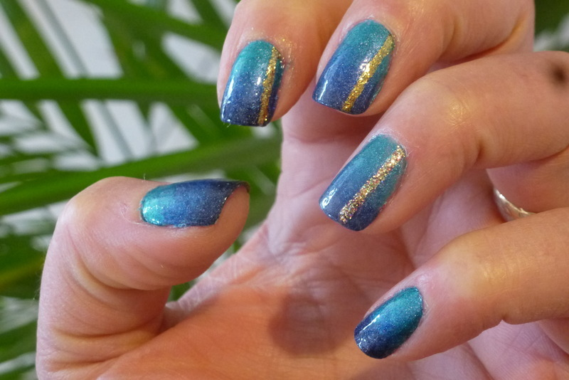 Deep sea in the shade nail art by Barbouilleuse