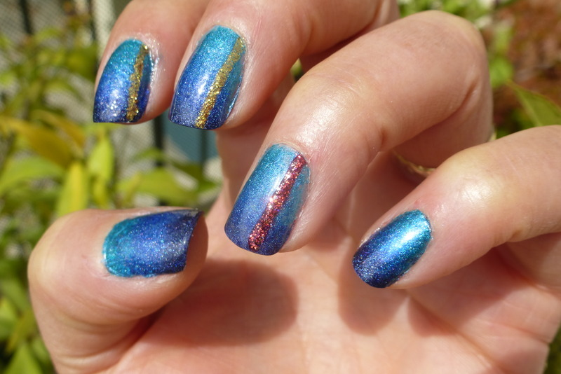 Deep sea in the sun nail art by Barbouilleuse