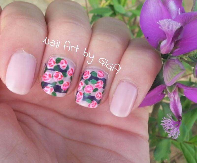 Flower nails 🌺💅 nail art by Nail Art By Giga