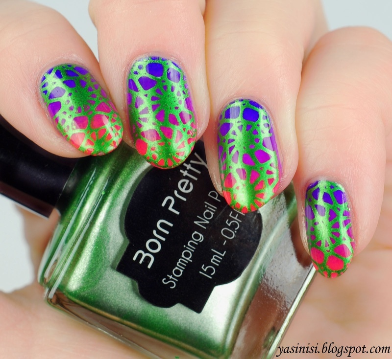 Green on gradient nail art by Yasinisi