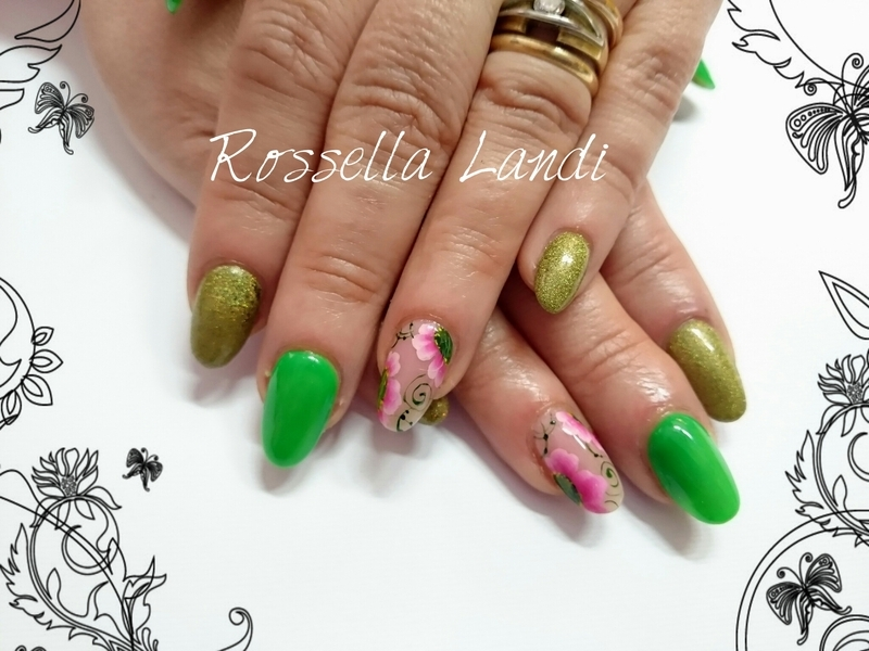 Green flowers nail art by Rossella Landi