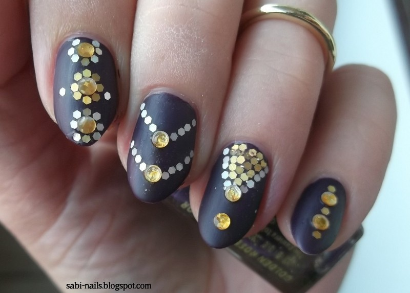 Day 17: Glitter nail art by Sabina