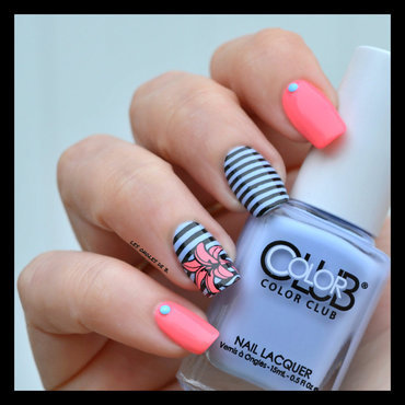 Coral&Blue nail art by Les ongles de B.
