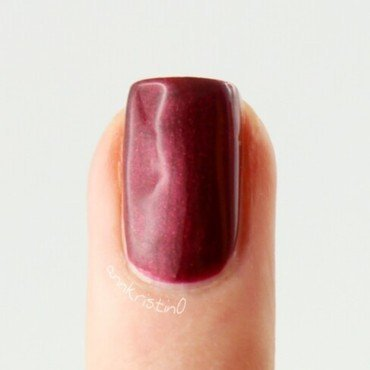Essie Life of the party Swatch by Ann-Kristin