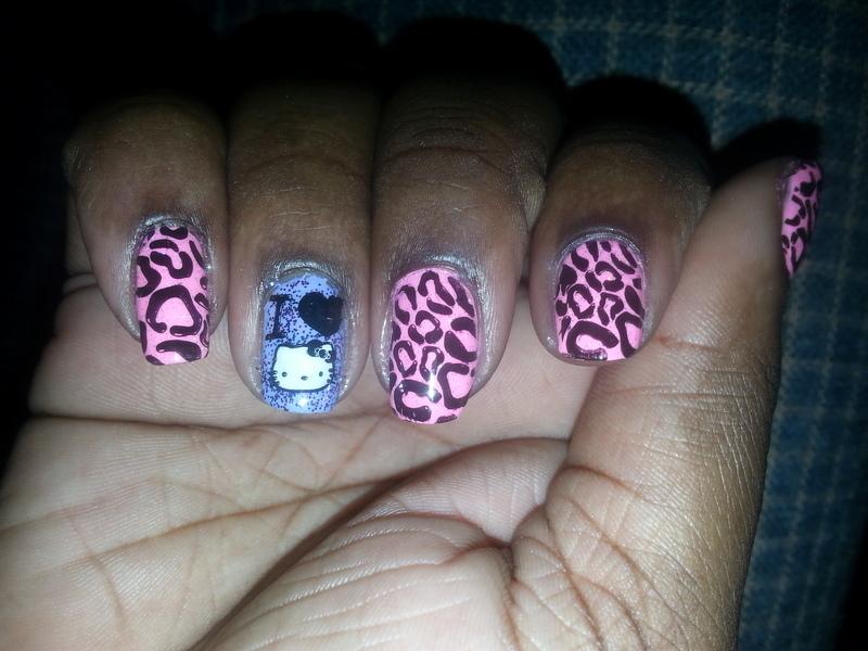 I <3 Hello Kitty nail art by momo