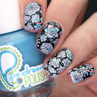 Succulent Negative Space Water Marble nail art by Emiline Harris
