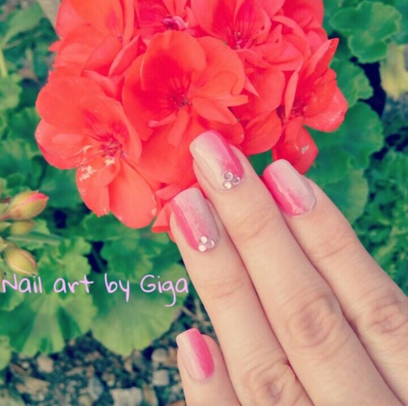 Pink gradient Nail Art  nail art by Nail Art By Giga