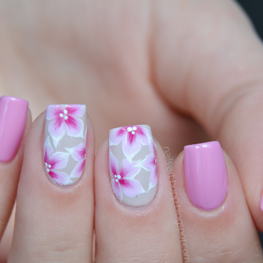 Flowers nail art by bopp