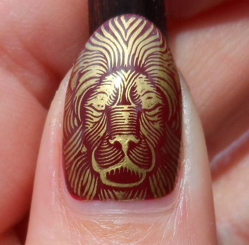 Gryffindor Lion nail art by Plenty of Colors