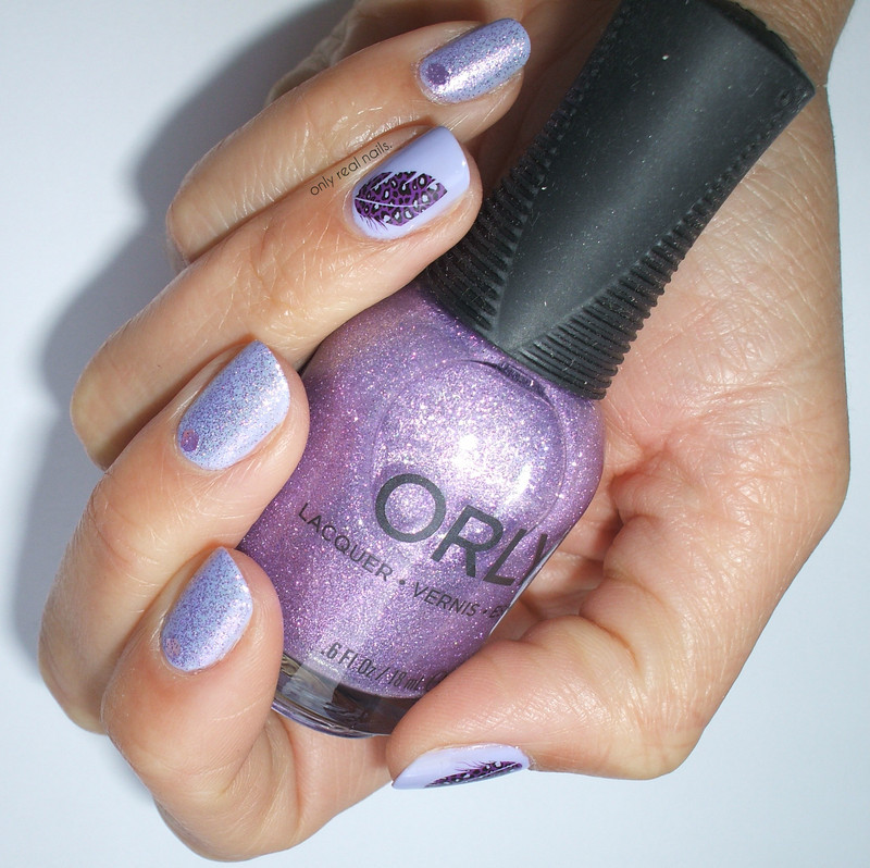 Light like a feather nail art by only real nails.
