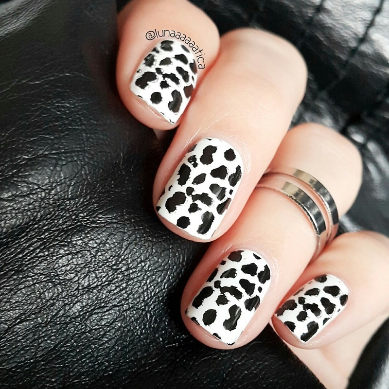 Black & White nail art by Lunaaaaaatica