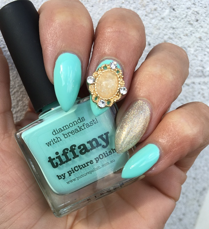 Golden Tiffany  nail art by Henulle