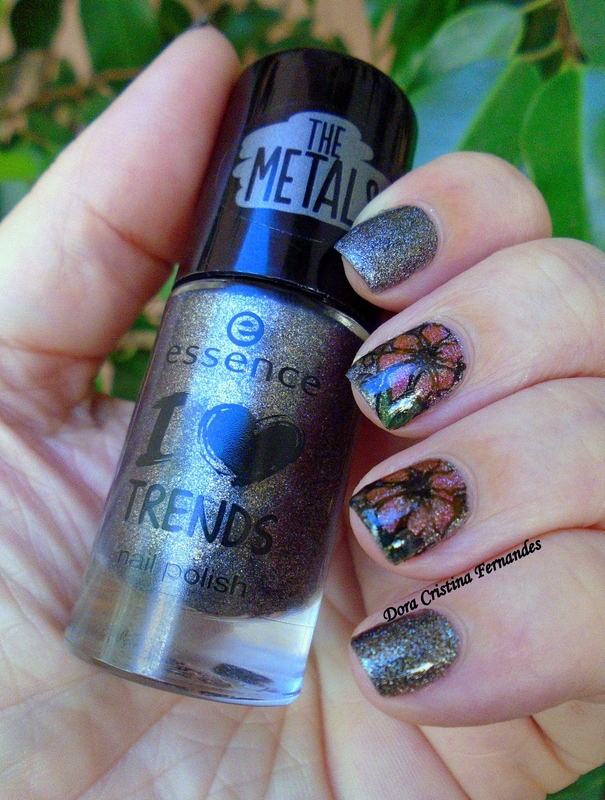Reverse Stamping & The Metals nail art by Dora Cristina Fernandes