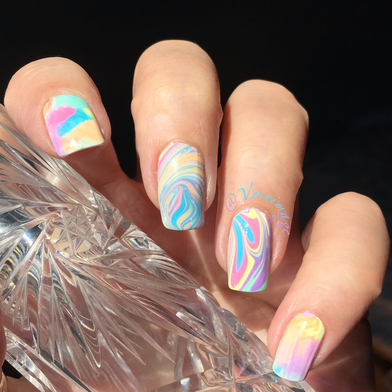Watermarble and smoosh nail art by Vernimage