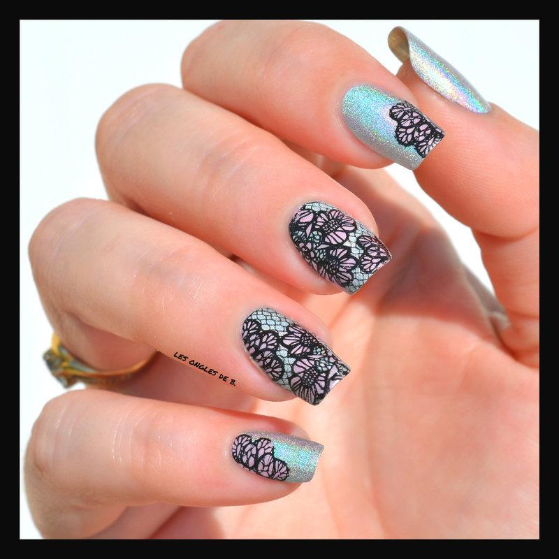 Holo et dentelle nail art by Les ongles de B.