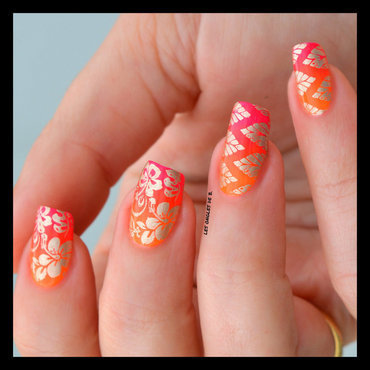 Tropical gradient nail art by Les ongles de B.