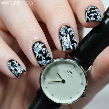 Black and White Floral Nails | Daniel Wellington Collab nail art by Erin