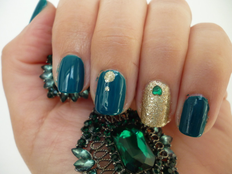 Emerald & Gold nail art by velinux