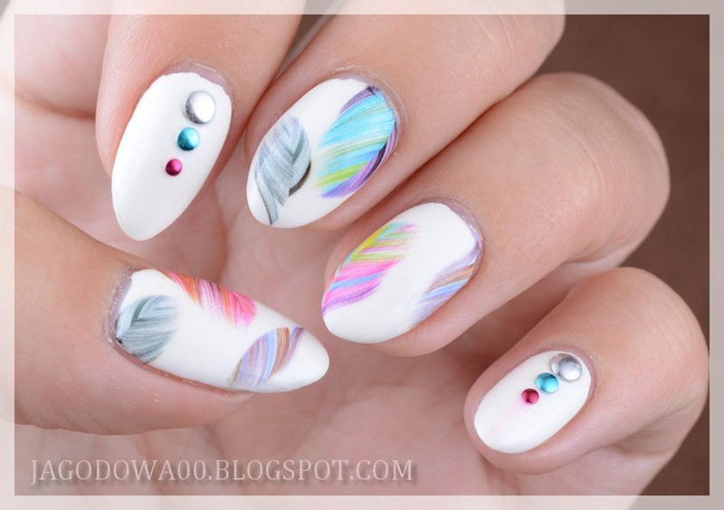 Feathers nail art by Jadwiga