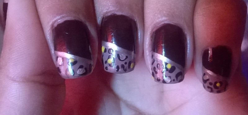 Nobuk onça nail art by Isabella