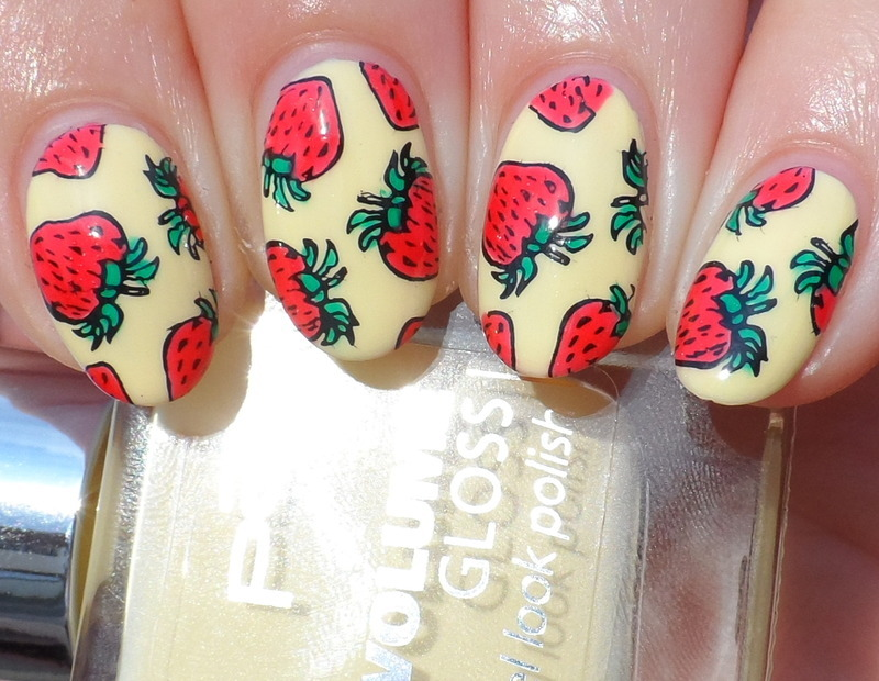 Strawberries nail art by Plenty of Colors