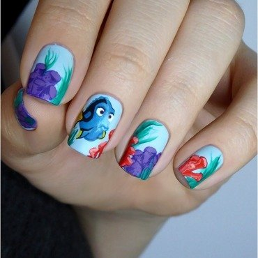 "Freehand ""Finding Dory"" nail art by barbrafeszyn"