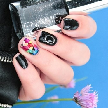 Inspiration : Muse The Resistance nail art by Romana