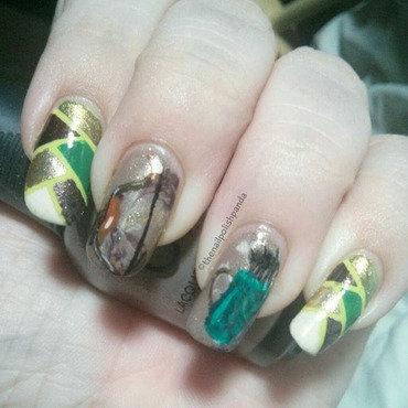 D20 Babes: Lia nail art by Lynni V.