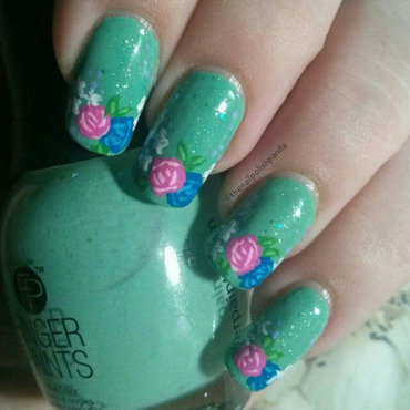 Delicate Florals nail art by Lynni V.