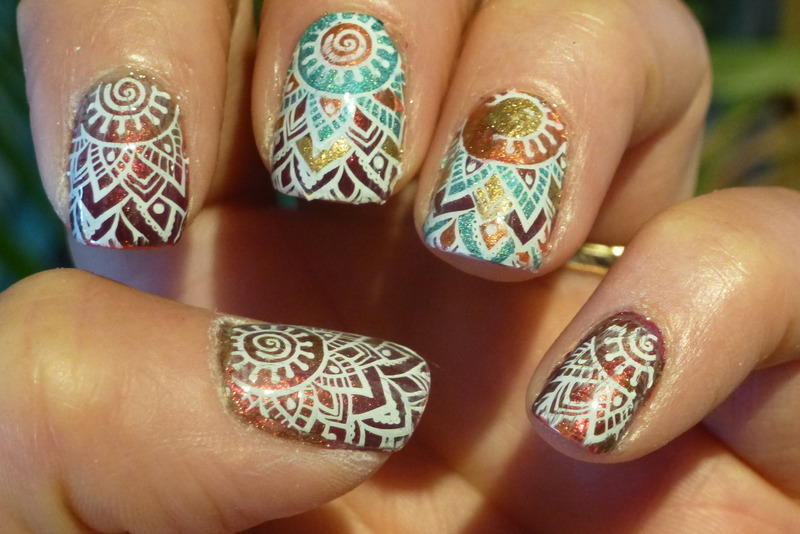 Gwen's Mandala nail art by Barbouilleuse