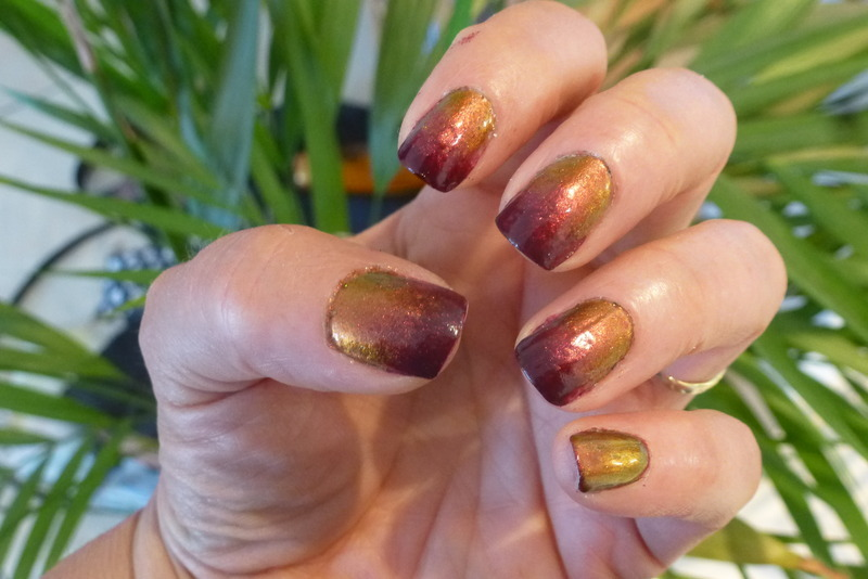 Show off gradient nail art by Barbouilleuse