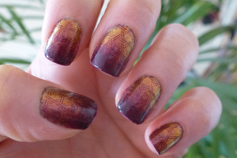 Show off and Stamp ! nail art by Barbouilleuse