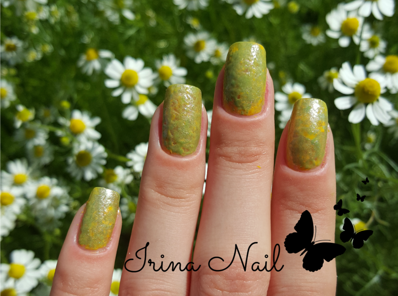 Green and yellow nailpolish nail art by Irina Nail