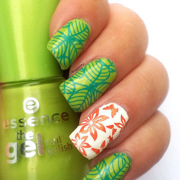 Clovers, flowers and butterflies nail art by Nanneri