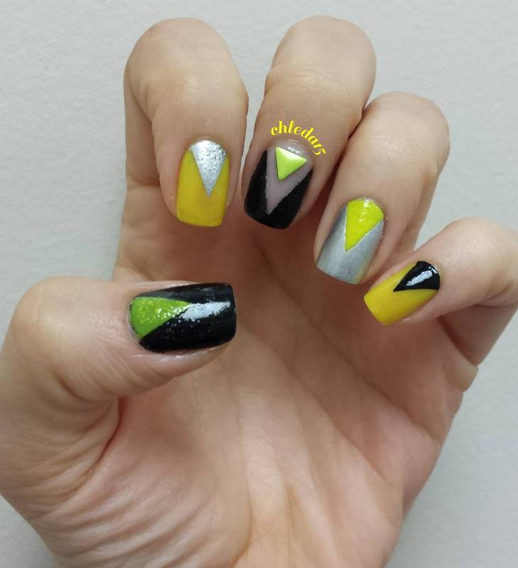 Pointed Triangles nail art by chleda15