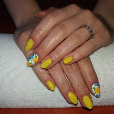 Banana flowers nail art by Magda