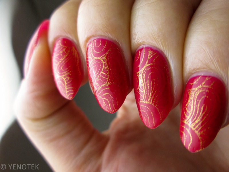 Red with golden stamps nail art by Yenotek