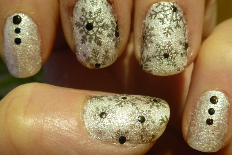 Wintery nail art by Barbouilleuse