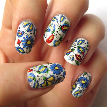 Kashubian pattern nail art by theCieniu